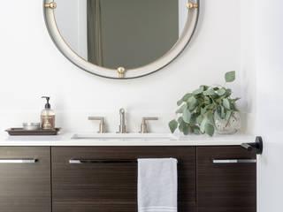 Banheiros modernos por Amy Peltier Interior Design & Home Moderno