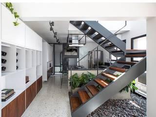 COA Arquitetos Associados Stairs Metal White