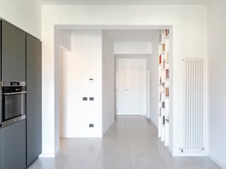 Modern Corridor, Hallway and Staircase by Caleidoscopio Architettura & Design Modern