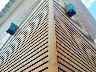 Fachada ventilada termotratada LunaWood Gastronomía de estilo moderno de Montajesmallorca Moderno