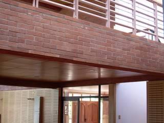 Comedores de estilo moderno de Nave + Arquitectura & Modelación Paramétrica Moderno