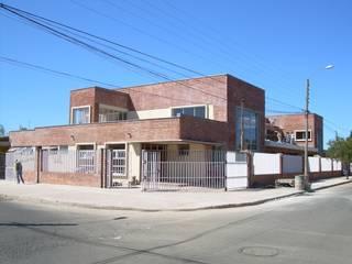 Casas de estilo mediterráneo de Nave + Arquitectura & Modelación Paramétrica Mediterráneo