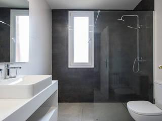 Arquiteknum Consultores SL Minimalist style bathroom
