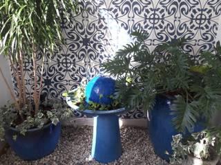 varanda azul paula galbi paisagismo Varandas, alpendres e terraços modernos Cerâmica Azul