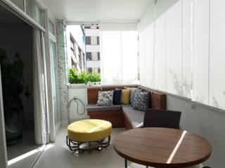 varanda azul paula galbi paisagismo Varandas, alpendres e terraços modernos Madeira maciça Amarelo