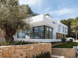 Marbella Style Houses In The English Countryside Дома в стиле модерн от Abodde Luxury Homes Модерн