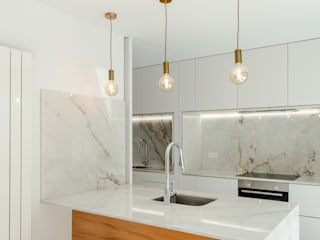 Minimalist kitchen by Tiago do Vale Arquitectos Minimalist