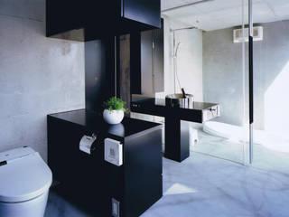 三角敷地の家 モダンスタイルの お風呂 の murase mitsuru atelier モダン