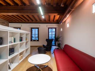Studio Legale MC - Udine Complesso d'uffici moderni di Roberto Pedi Fotografo Moderno
