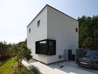 직접 설계한 건축가의 구성 좋은 양평목조주택 by 위드하임 모던