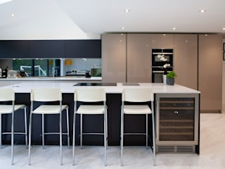 Modern Open Plan Living Modern kitchen by Kreativ Kitchens Modern