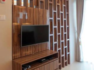 Desain Interior Apartemen Woodland Park Kalibata tipe 1 bedroom 40 m2 Arcadesain Ruang Keluarga Minimalis Kayu Lapis Brown