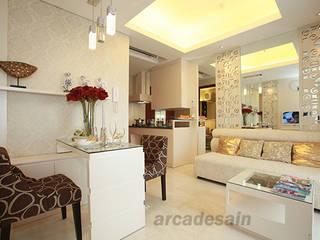 Desain Interior Apartemen Royal Mediterania Garden tipe 1 bedroom 33 m2 Arcadesain Ruang Keluarga Klasik Kayu Lapis White