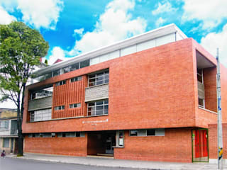 I.E.D. Emma Villegas. Bogotá D.C., año 2007. Colaboración. Carlos Melo Arquitectos Jardines de estilo moderno