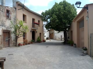 Urbanización del Raval d'En Martí, Begues. de AMSA Arquitectura SLP Ecléctico