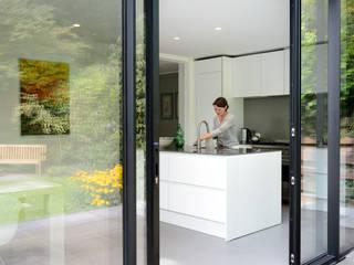 Modern style kitchen by Studio Groen+Schild Modern
