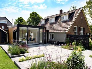 Casas estilo moderno: ideas, arquitectura e imágenes de Studio Groen+Schild Moderno
