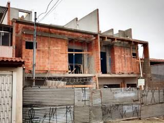PROJETO RESIÊNCIA Paredes e pisos modernos por EZIG Engenharia e Arquitetura Moderno