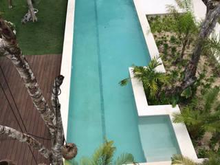axg arquitectos Piscinas de estilo tropical Hormigón Azul