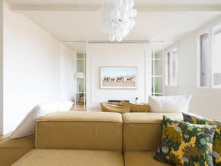 Attico RG - appartamento in un palazzo di fine '800 Soggiorno moderno di locatelli pepato Moderno