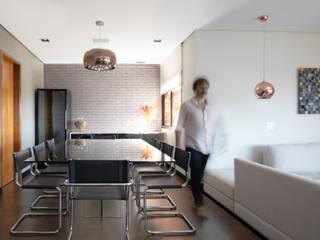 Projeto fotos - Apartamento em Moema - Arquiteto Gabriel Salas de jantar modernas por Sébastien Abramin Fotógrafo de arquitetura Moderno