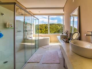 AVMS Arquitetura Mediterranean style bathrooms