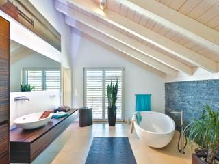 Vitalhaus Oberpframmern Moderner Spa von Regnauer Hausbau Modern
