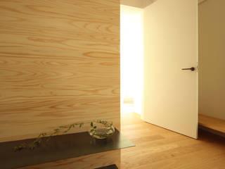モダンデザイン長寿命なZEH ゼロエネルギー住宅 モダンな 壁&床 の 一級建築士事務所 Kenso Architects モダン