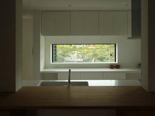 モダンデザイン長寿命なZEH ゼロエネルギー住宅 モダンな 窓&ドア の 一級建築士事務所 Kenso Architects モダン