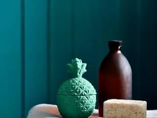 Newby Green Bathroom for Sanderson Paint Alice Margiotta Salle de bain rustique Vert