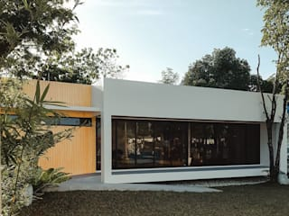 STA.MARIA RESIDENTIAL RESORT Minimalist house by ezpaze design+build Minimalist