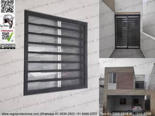 Puertas y ventanas de estilo moderno de REGIO PROTECTORES Moderno