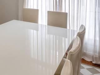 Apartamento nos Jardins, São Paulo Vinicius Moska - fotografia e produção artística Salas de jantar clássicas