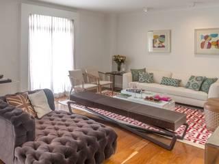 Apartamento nos Jardins, São Paulo Vinicius Moska - fotografia e produção artística Salas de estar clássicas