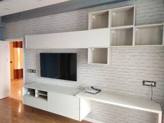 JoyHomes LLP クラシックデザインの 多目的室 合板(ベニヤ板) 白色