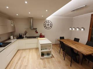 Progettazione e restyling interni casa - 04 Sala da pranzo moderna di Ciesse Srl Moderno