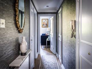 Decorbuddi Classic style corridor, hallway and stairs Grey