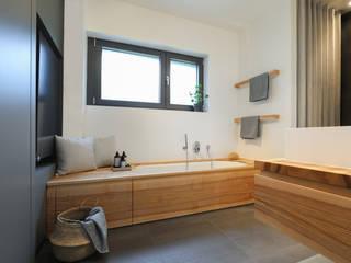Baños de estilo minimalista de Eva Lorey Innenarchitektur Minimalista