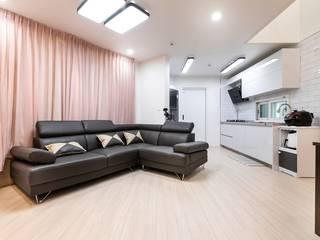 기존 주택에서 재탄생한 협소 목조주택 모던스타일 거실 by 한글주택(주) 모던