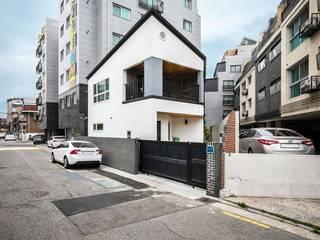 기존 주택에서 재탄생한 협소 목조주택 by 한글주택(주) 모던