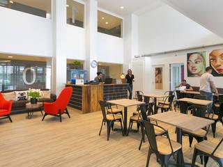 Hostel Dutchies // Amsterdam Moderne hotels van Studio FLORIS Modern