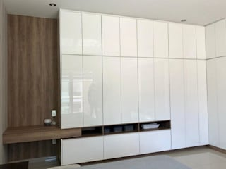 Modern style dressing rooms by La Central Cocinas Integrales S.A de C.V Modern