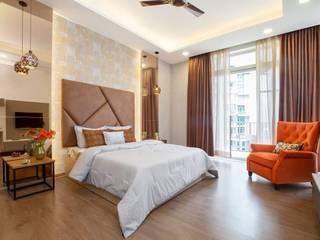 JoyHomes LLP モダンスタイルの寝室 ガラス ブラウン