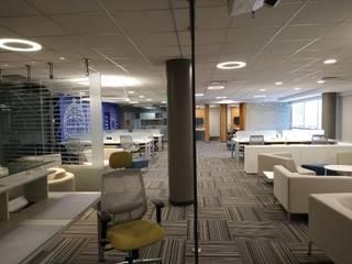 LLK TECH Estudios y despachos de estilo moderno