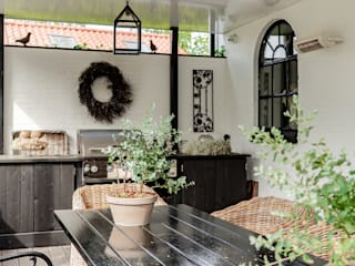 Country style balcony, veranda & terrace by Pure & Original Country