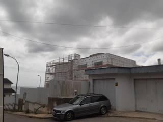 Projeto em sistema capoto (ETICS) Casas modernas por TB Construções Moderno