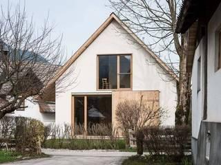 R&R Construccion Modern Houses