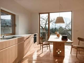 R&R Construccion Modern Kitchen