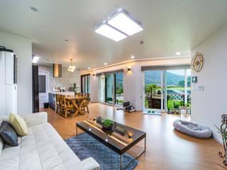 햇살 가득, 30평대 남향 전원주택 모던스타일 거실 by 한글주택(주) 모던