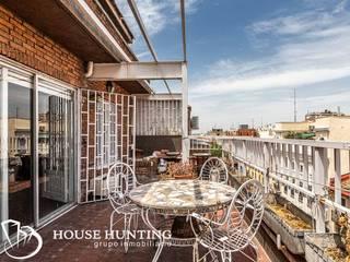 venta de espectacular ático en Chamberí, para reformar Balcones y terrazas de estilo clásico de HOUSE HUNTING Clásico